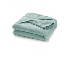 Badcape en washandje in lichtgroene (= celadon) badstof met wit geborduurd schaapje